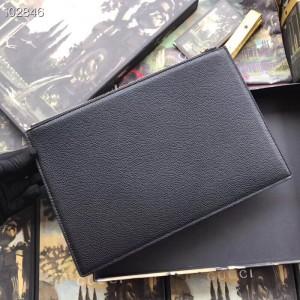 Gucci Zumi Pouch In Black Grainy Leather