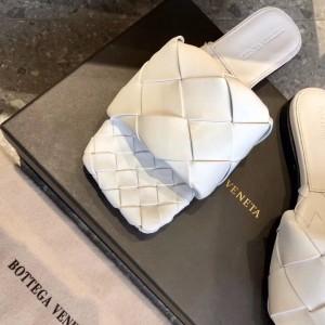 Bottega Veneta BV Lido Flat Sandals In White Lambskin