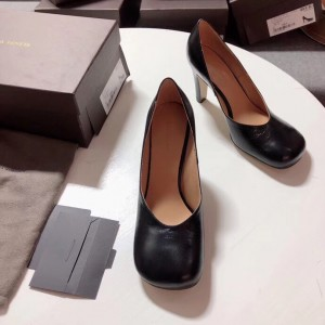 Bottega Veneta Bloc Pumps In Black Laville Leather