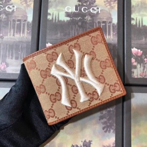 Gucci Original GG Bi-fold Wallet With New York Yankees Patch